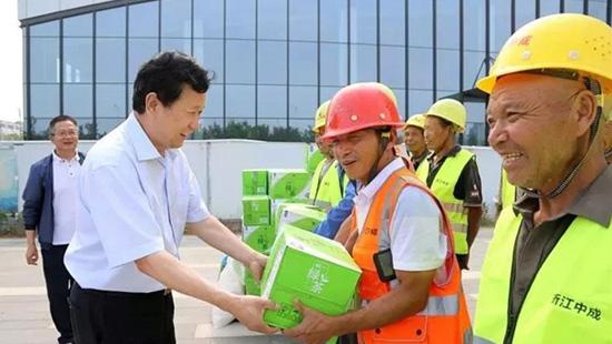 张俊峰主任督导航空港区重点项目建设情况